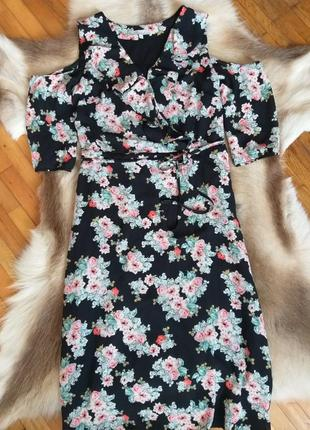 Плаття в квіти з воланами та відкритими плечами 12(40)