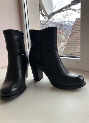 Черные ботинки весна-осень