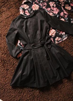 Платье с плотной ткани с шикарно пышной юбкой