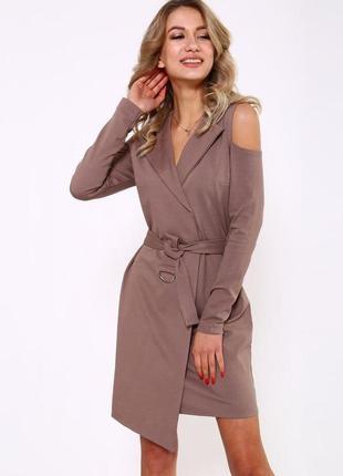 Мокко платье на запах с открытыми плечами, темно бежевое платье на запах