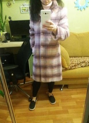 Крутое пудровое пальто в клетку h&m