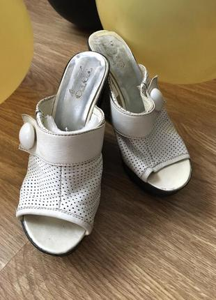 Шикарные кожаные туфли на танкетке toto