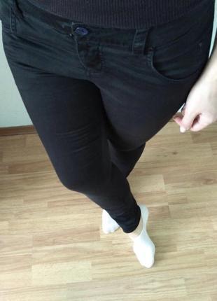 Тонкие весенние джинсы