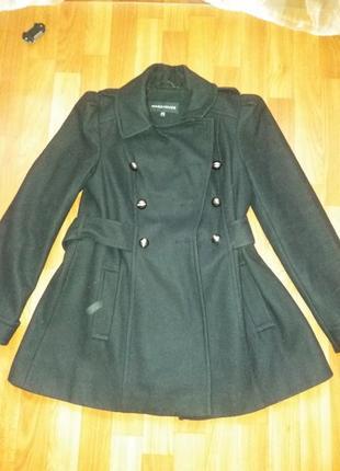 Черное стильное пальто