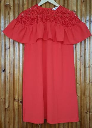 Яркое платье h&m с кружевом и воланами.
