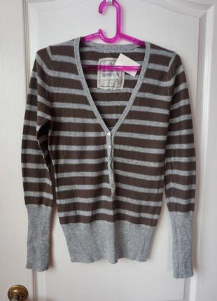 Теплый полосатый  свитер на пуговицах  в составе шерсть и ангора