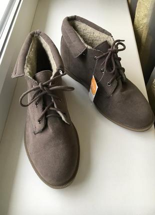 Ботиночки на меху со шнурками