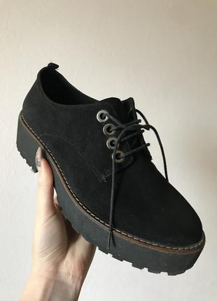 Актуальные ботинки stradivarius