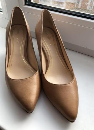 Крутые кожаные туфли лодочки