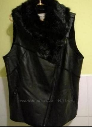 Черная кожаная жилетка с мехом от river island