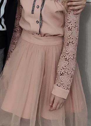 Кружевное платье с фатиновой юбкой