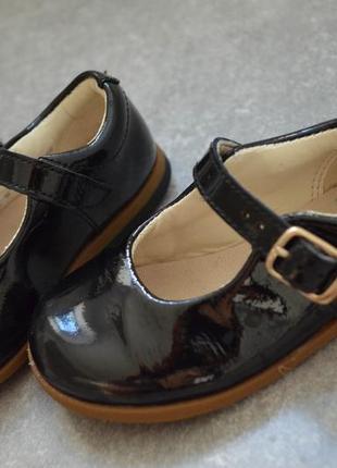 Лаковые кожанные туфельки кларкс р.4 стелька 13