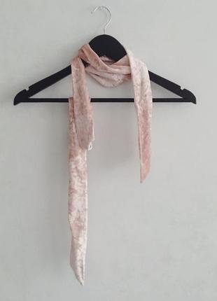 Ніжно-рожевий велюровий шарф bershka