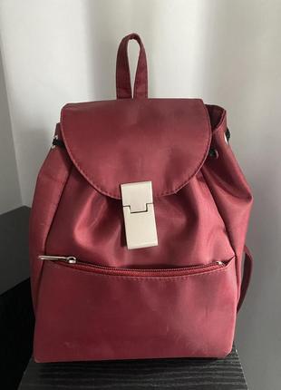 Маленький рюкзак бордового цвета