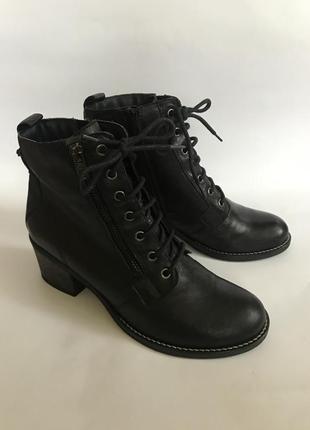 Фирменные кожаные ботинки на шнуровке на небольшом устойчивом каблуке от varese 39