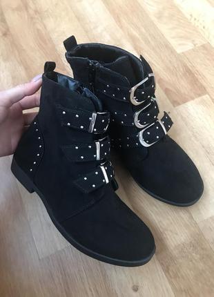 Ботинки с пряжками демисезон