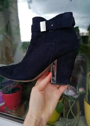 Ботинки на весну с модным цветом синим