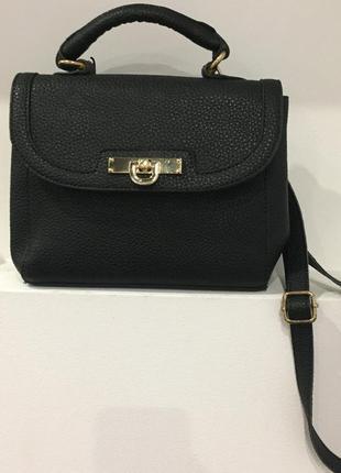 Нереально крутая маленькая черная сумка на длиной ручке через плече / очень круто смотрится / вмести3