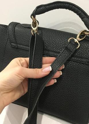 Нереально крутая маленькая черная сумка на длиной ручке через плече / очень круто смотрится / вмести4