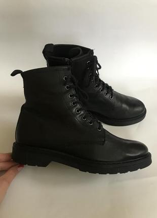 Фирменные кожаные ботинки на шнуровке от primadonna 39