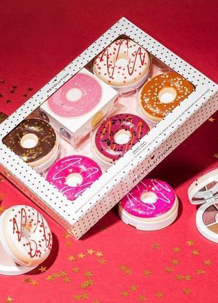 Подарочный набор от makeup revolution donut tray 🍩