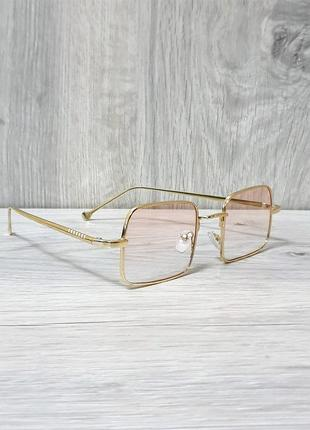 Стильные женские солнцезащитные очки с персиковым оттенком 🕶