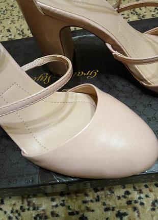 Туфли цвета розовой пудры stradivarius5
