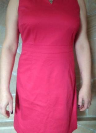 Красивое повседневное платье ярко красного цвета