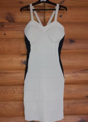 Шикарное  бандажное платье футляр  бежевое с черными вставками