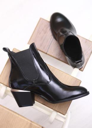 Женские кожаные лаковые классические черные демисезонные ботинки натуральная кожа