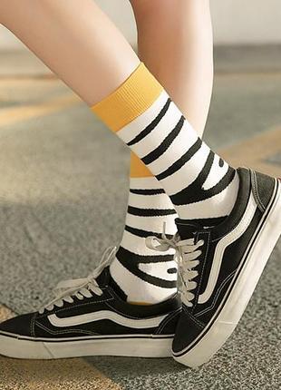 7-67 круті шкарпетки з яскравим принтом носки со зверьками зебра