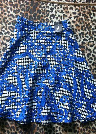Новая юбка миди в актуальный принт