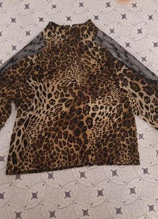 Блузка с фатиновой вставкой
