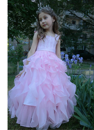 Выпускное нарядное платье с воланами