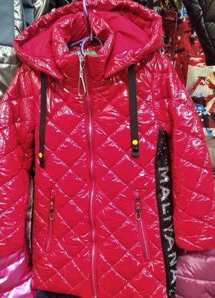 Стильная лаковая деми куртка пальто для девочки