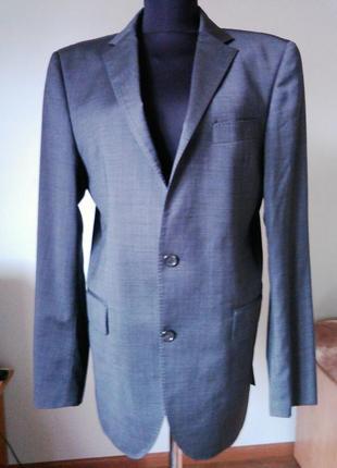 Серый пиджак