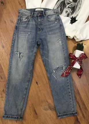 Прямые свободные рваные джинсы бойфренд мом stradivarius