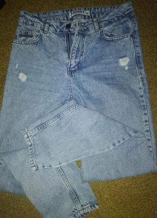 Актуальні джинси мом