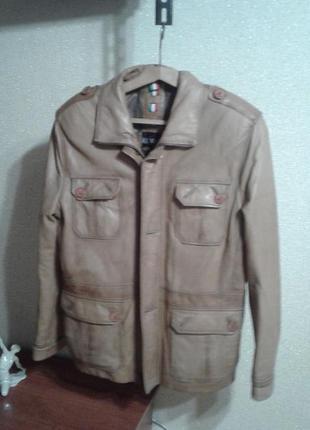 Мужская кожаная куртка vera pelle.