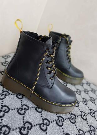 Ботинки женские в стиле мартинс.  кожаный ботинки на платформе