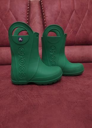 Зеленые резиновые сапоги crocs c10