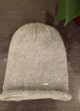 Брендовая стильная светло серая шапка