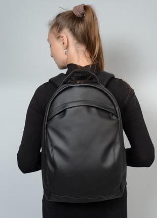 Жіночий чорний вмісткий рюкзак для спортзалу