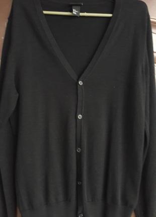 Базовая черная кофта на пуговицах