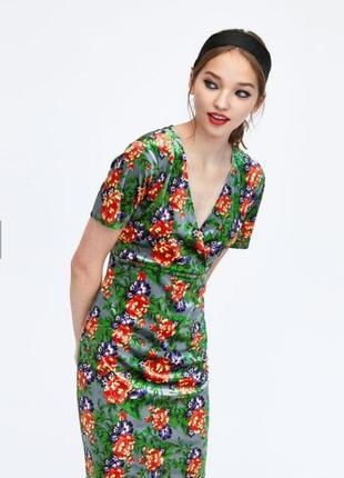 Очаровательное женское платье по фигуре zara