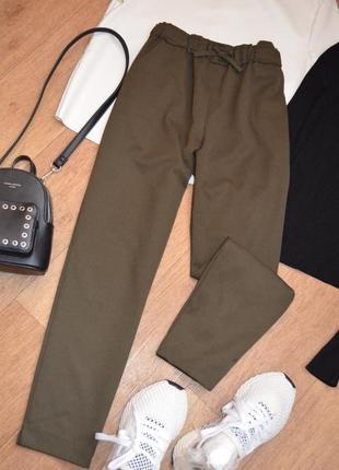 Zara оливковые прямые брюки штаны стильные свободные по косточку укороченные