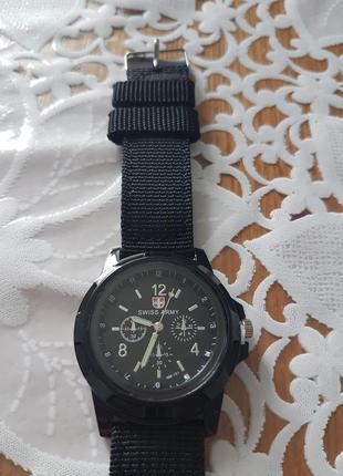 Мужские часы на гибком ремешке черные