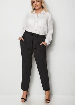 Стильные брюки с глубокой посадкой и зауженные к низу