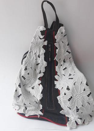 Черный джинсовый рюкзак с белым шитьем