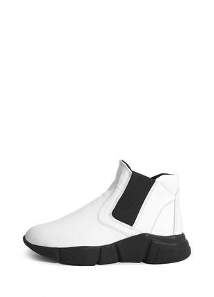 Белые кожаные ботинки на платформе